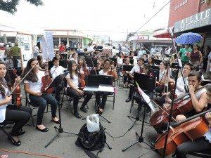La cultura tiene un espacio asegurado, como esto jóvenes músicos del cantón. (Foto: cortesía de Avenida Cultura)