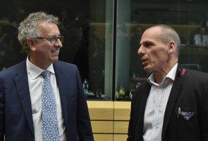 El gobierno de Grecia anunció que no acepta la propuesta europea y que acudirá a un referéndum popular el próximo domingo para decidir el tema. Aquí el Ministro de finanzas de Luxemburgo, Pierre Gramegna, conversaba con el Ministro de Finanzas griego, Yanis Varoufakis.