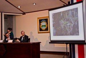 En noviembre de 2014, González y el entonces ministro de Seguridad Pública, Celso Gamboa, mostraron evidencia sobre la incursión nicaragüense en isla Calero.