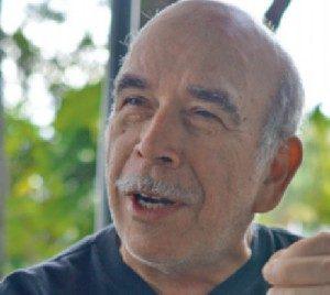 El físico José Alberto Villalobos combina la ciencia, la literatura y la ficción de una forma didáctica y entretenida.